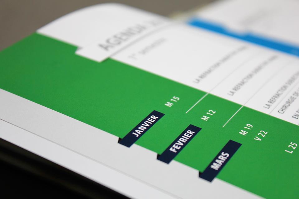 Détail des pages intérieures de la brochure Alcon-Novartis